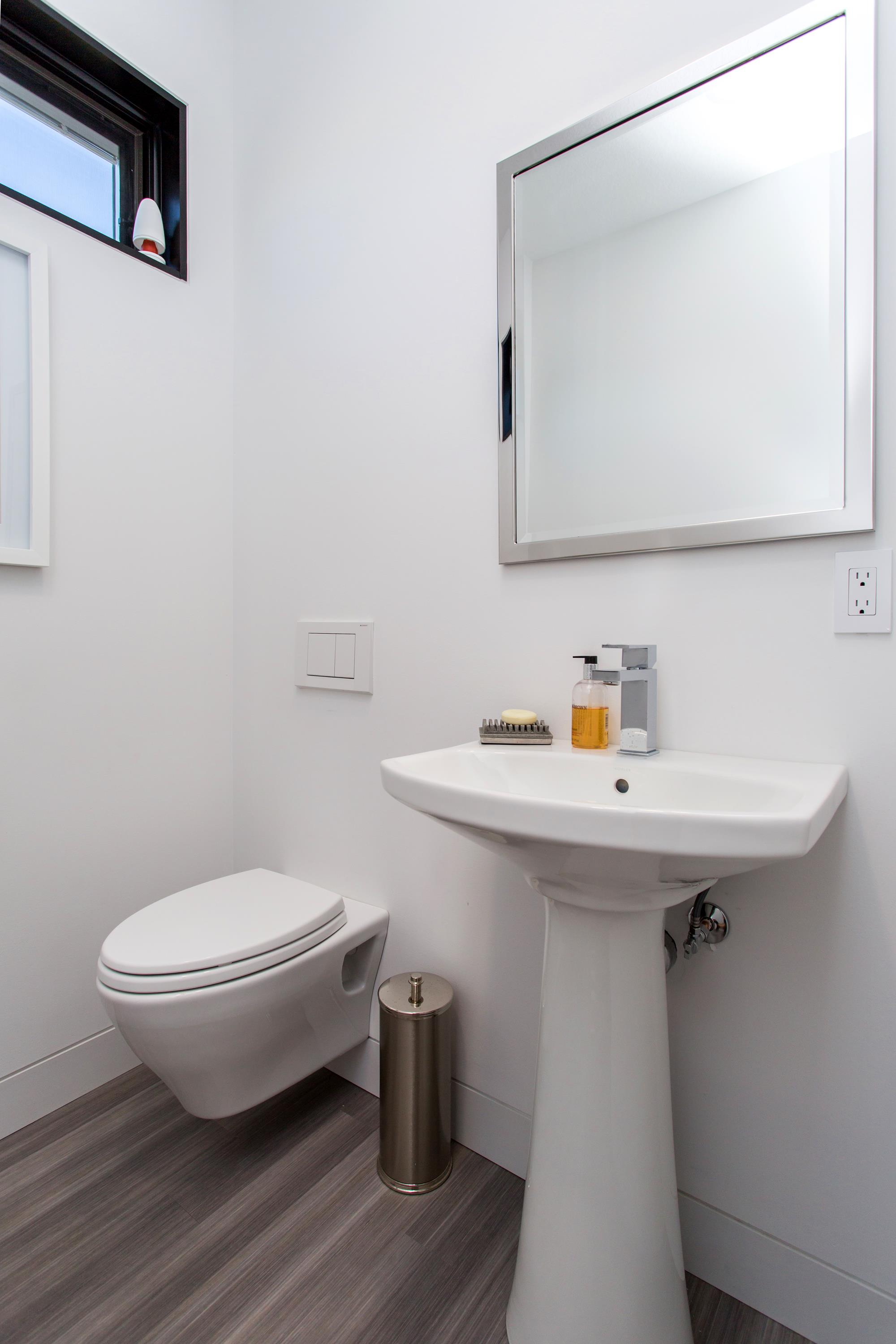 Bath with wall hung toilet